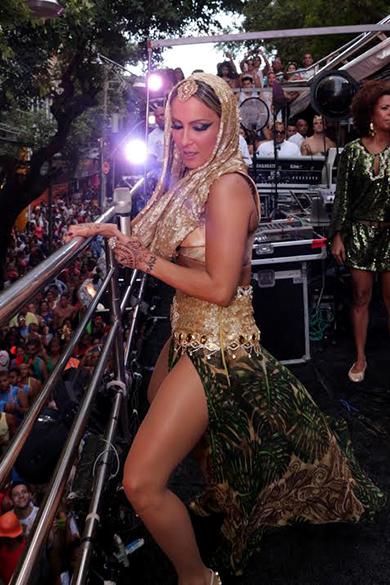 Claudia Leitte começa o Carnaval no Campo Grande, na Bahia
