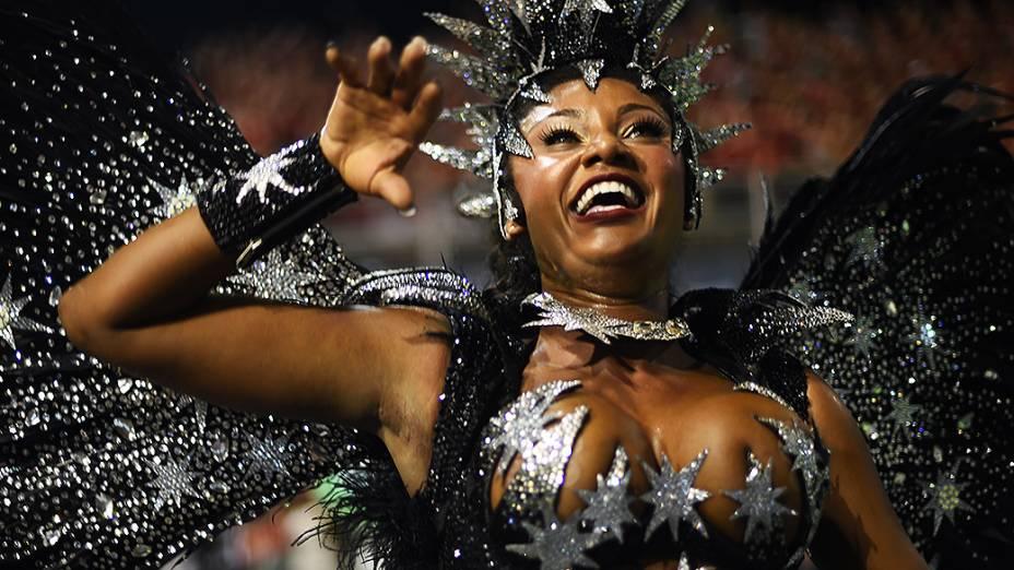 Camila Silva, rainha da bateria da Vai Vai<br><br>