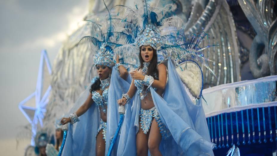 Desfile da escola de samba Águia de Ouro no sambódromo do Anhembi