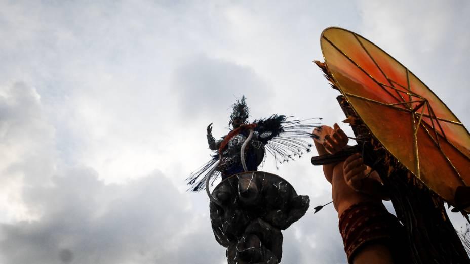Com enredo em homenagem ao sambista João Nogueira, a Águia de ouro foi a última escola a desfilar no Anhembi