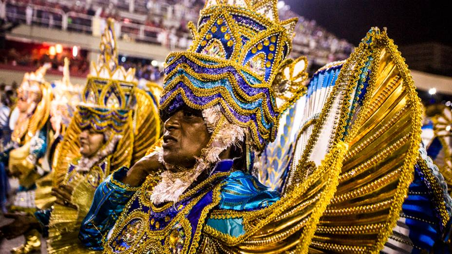 Desfile da Escola de Samba Beija Flor pelo Grupo Especial, no Sambódromo Marquês de Sapucaí no Rio de Janeiro (RJ), na madrugada desta segunda-feira (03)