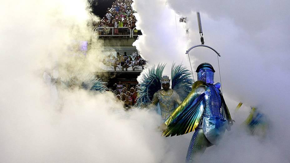 Comissão de frente da Beija-Flor que encerrou a primeira noite de desfiles do Grupo Especial do Carnaval carioca