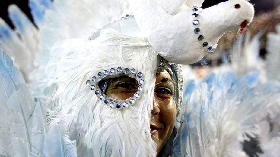 A Beija-Flor encerrou a primeira noite de desfiles do Grupo Especial do Carnaval carioca