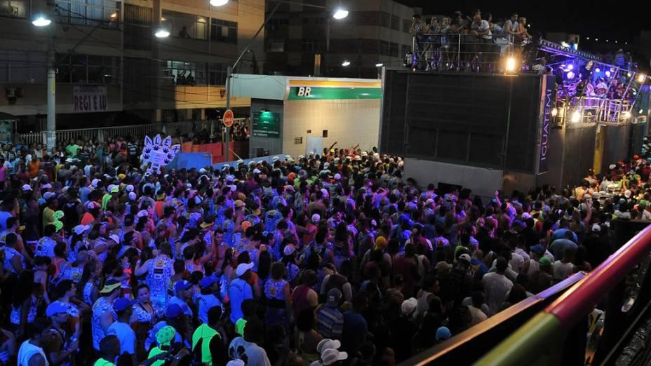 Foliões seguem o trio Nana Banana com Bell Marques no Carnaval de Salvador no circuito Barra-Ondina
