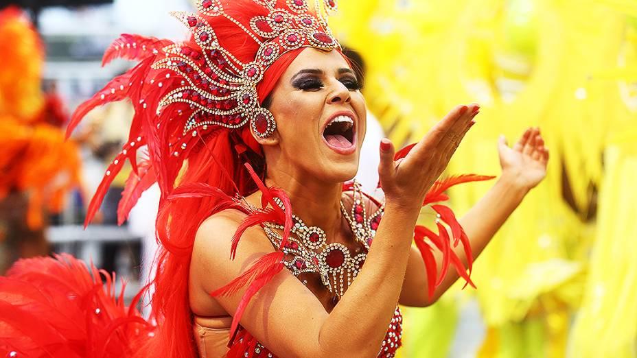 Tânia Oliveira, madrinha da bateria da Tom Maior que encerrou o primeiro dia de desfiles do Grupo Especial do Carnaval de São Paulo
