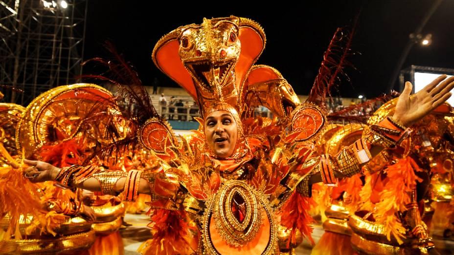 Com o enredo Dragão, guardião real mostra o seu poder e soberania na corte do carnaval, a Dragões da Real foi a penúltima escola a desfilar
