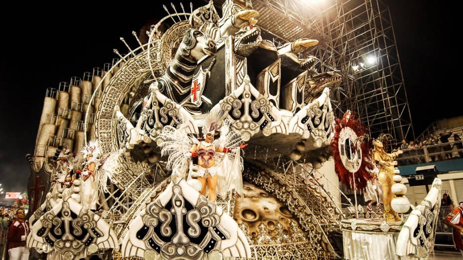 Alegoria da Dragões da Real, no primeiro dia dos desfiles de São Paulo