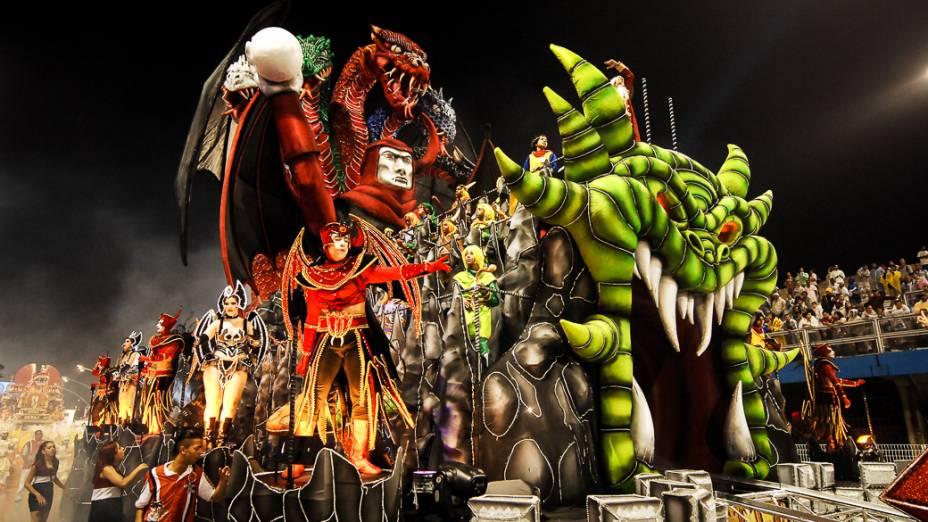 A Dragões da Real desfilou enredo sobre a figura do dragão