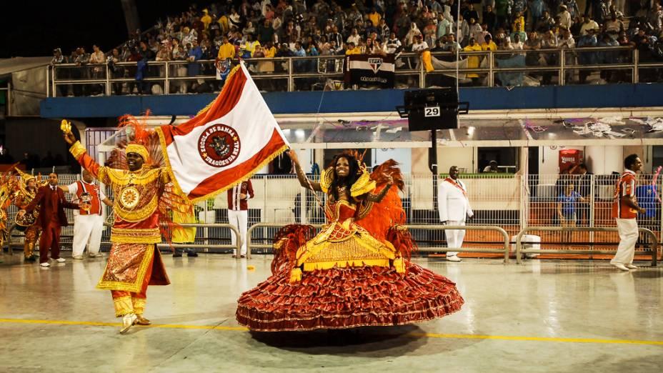 Casal de mestre sala e porta-bandeira da Dragões da Real