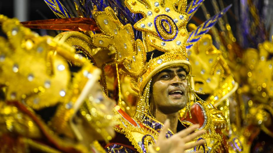 Desfile da Dragões da Real no sambódromo do Anhembi, em São Paulo
