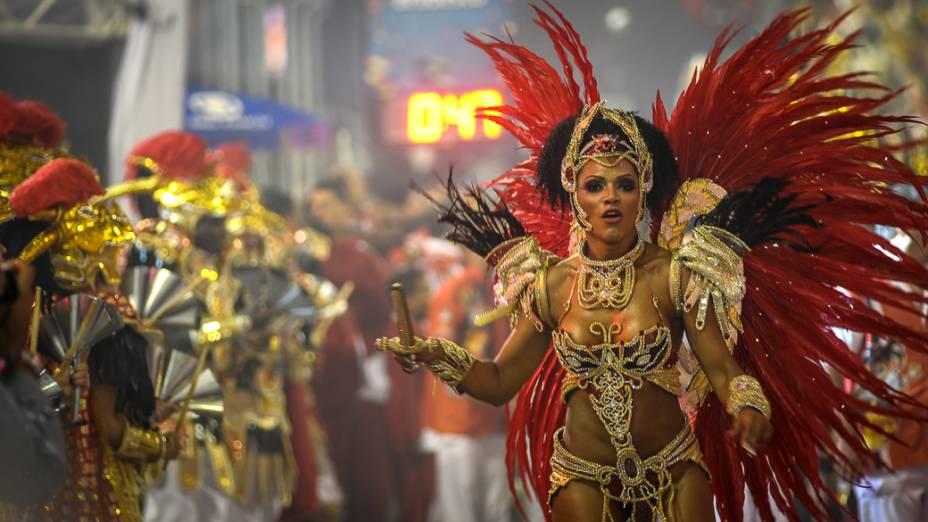 Simone Sampaio, rainha de bateria da Dragões da Real