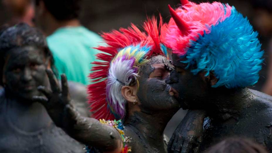 Casal durante o carnaval em Curuçá, no Pará