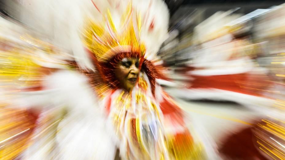 Ala das baianas da Mocidade Alegre, campeã do Carnaval 2013