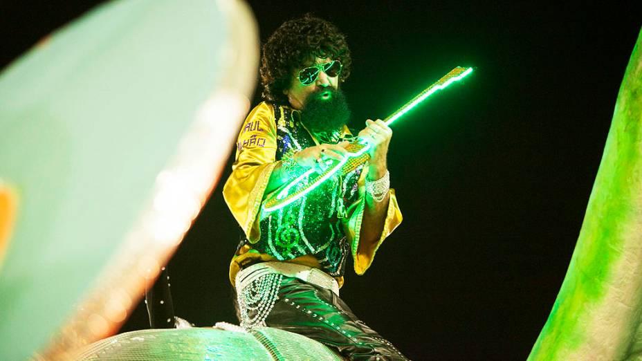 Desfile da Escola de Samba Mocidade Independente faz homenagem ao Rockn Roll