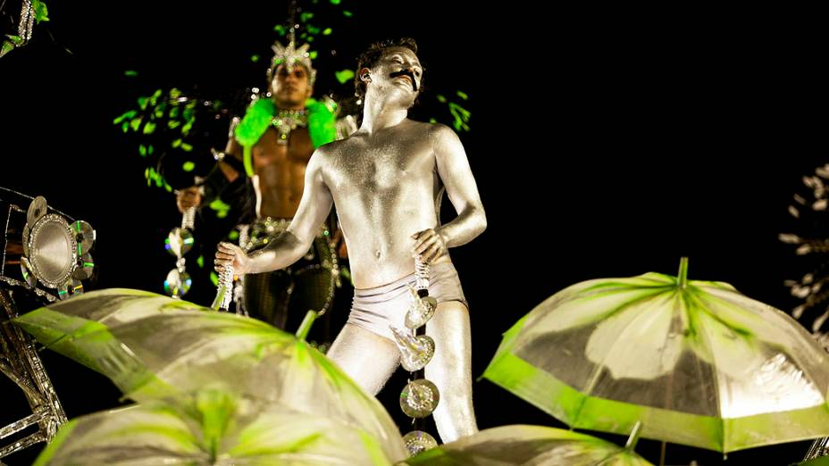 Eduardo Sterblitch durante desfile da Escola de Samba Mocidade Independente