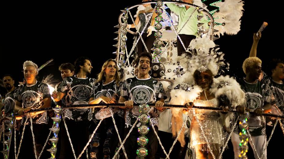 Mocidade Independente faz homenagem ao Rockn Roll durante desfile na Sapucaí