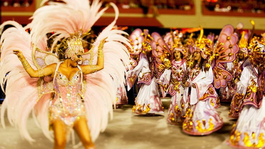 Destaque da Unidos da Tijuca durante desfile na Marquês de Sapucaí