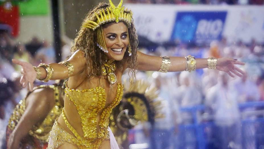 Juliana Paes desfila pela Viradouro no Marquês de Sapucaí