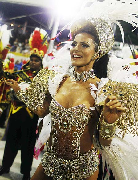 A rainha da bateria, Carla Prata, no desfile da escola de samba Grande Rio