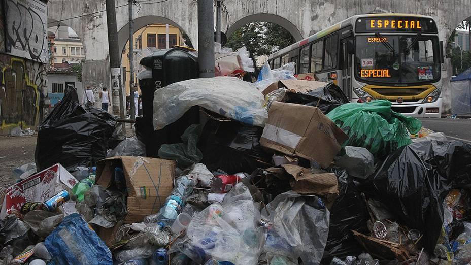 Lixo espalhado pela cidade do Rio de Janeiro