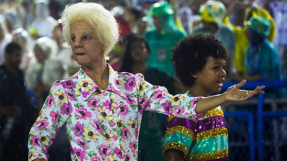 Comissão de frente da Mangueira, durante desfile na Marquês de Sapucaí