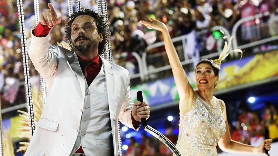 Os atores Alexandre Nero e Lília Cabral desfilam pelo Salgueiro na Marquês de Sapucaí, no Rio