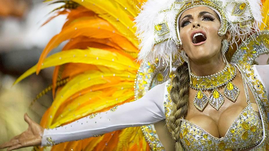 Carla Prata, musa daescola de samba Vila Isabel durante desfilena Marquês de Sapucaí no Rio de Janeiro (RJ), na madrugada desta terça-feira (04)
