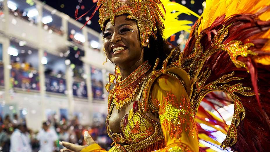 Destaque da Vila Isabel durante desfile do Grupo Especial na Sapucaí, no Rio