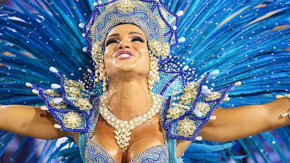 Musa da Escola de Samba Salgueiro durante desfile pelo Grupo Especial, no Sambódromo Marquês de Sapucaí no Rio de Janeiro (RJ), na madrugada desta segunda-feira (03)