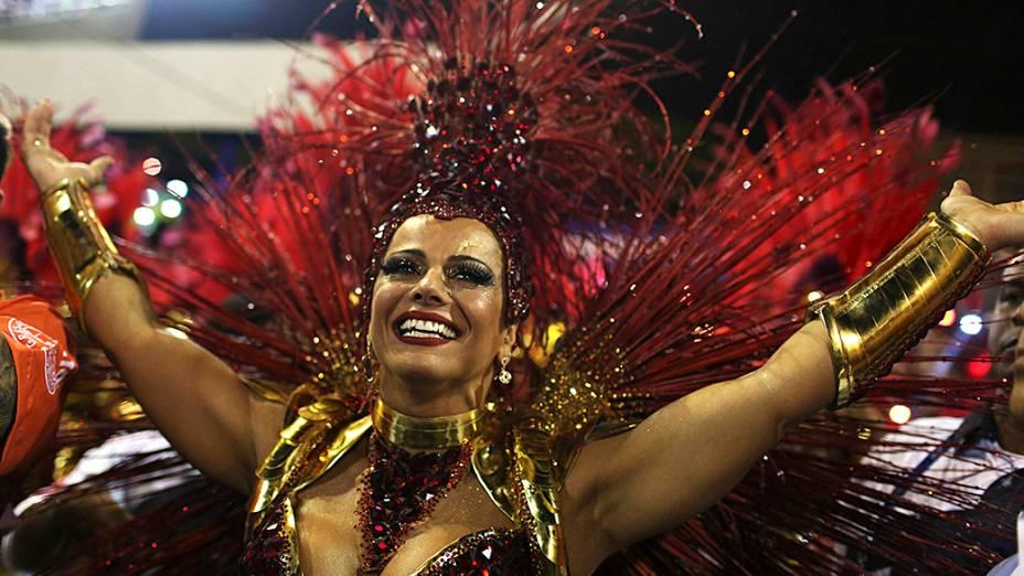 A rainha da bateria Viviane Araujo durante desfile da Escola de Samba Salgueiro pelo Grupo Especial, no Sambódromo Marquês de Sapucaí no Rio de Janeiro (RJ), na madrugada desta segunda-feira (03)