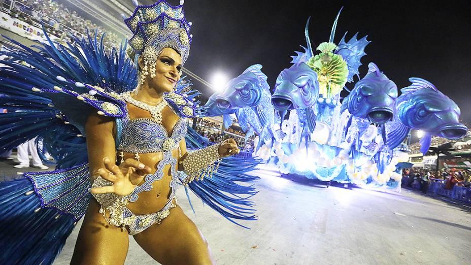 Musa do Salgueiro durante desfile pelo Grupo Especial do Carnaval do Rio de Janeiro, na Marquês de Sapucaí