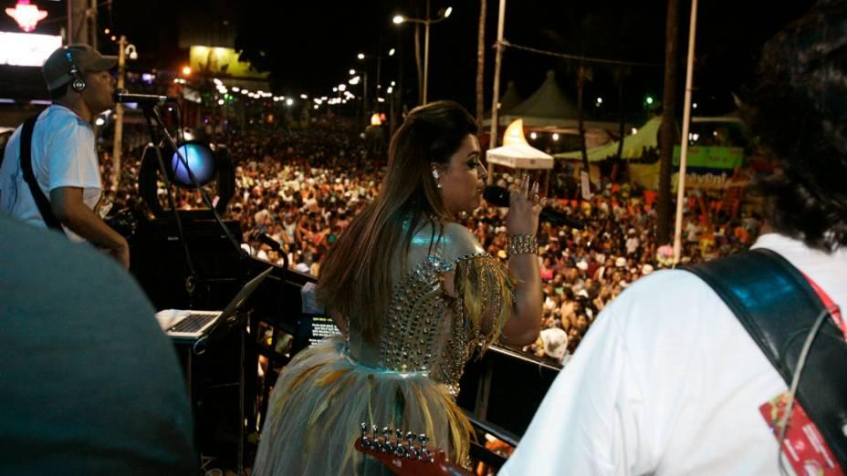 Preta Gil anima os foliões durante sua apresentação no Carnaval de Salvador