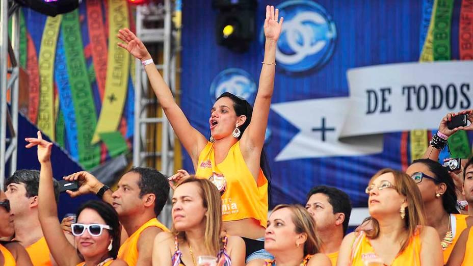 Público lota os camarotes no Porto da Barra, em Salvador