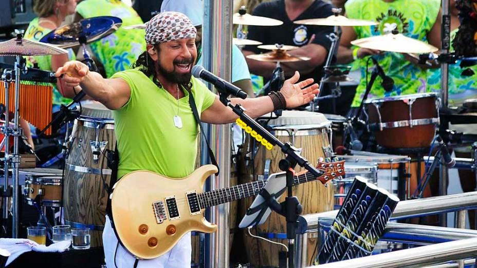 Bell, vocalista do Chiclete com Banana, cantou o clássico Meu Cabelo Duro É Assim