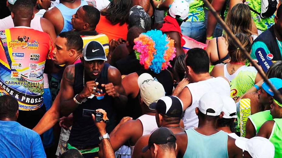 Homem dança durante show de Chiclete com Banana, em Salvador