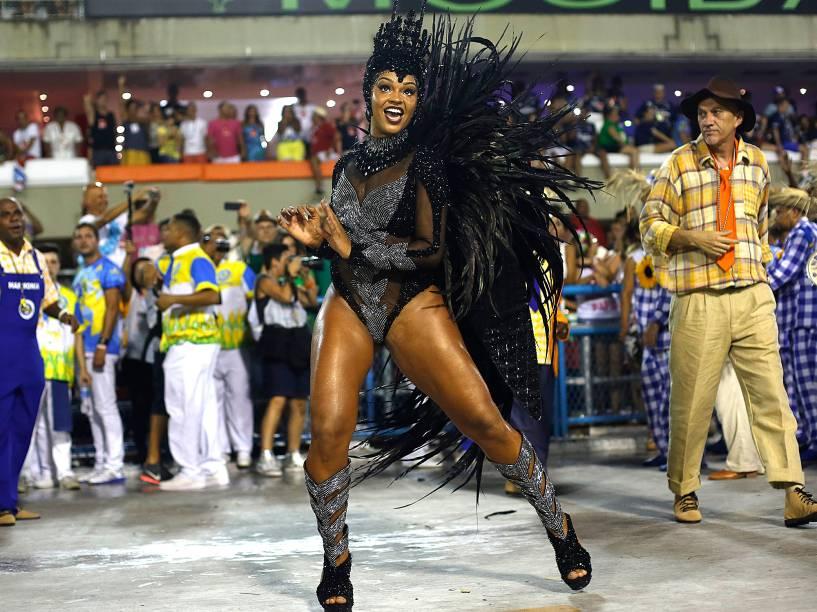 Juliana Alves desfila pela Unidos da Tijuca na Sapucaí, no Rio