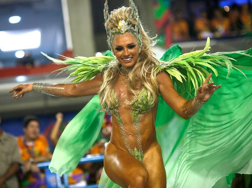 Juju Salimeni desfila pela Unidos da Tijuca na Sapucaí, no Rio