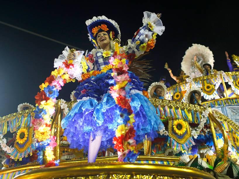 Unidos da Tijuca encerra o primeiro dia de desfiles do Grupo Especial na Sapucaí, no Rio
