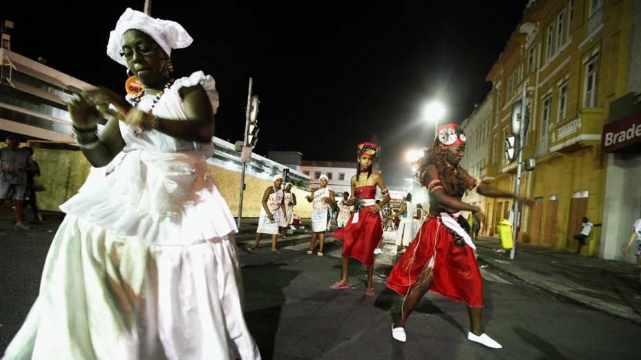 Desfile durante o primeiro dia de Carnaval em Salvador