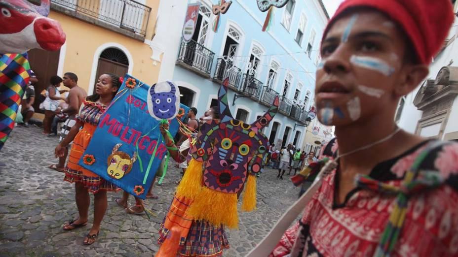 Desfile durante o segundo dia de Carnaval em Salvador