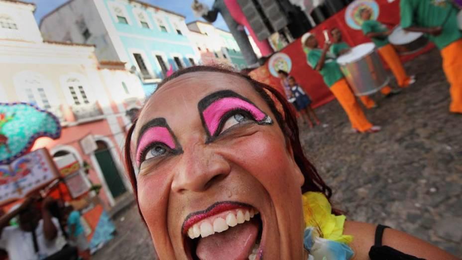 Foliões durante segundo dia de Carnaval em Salvador