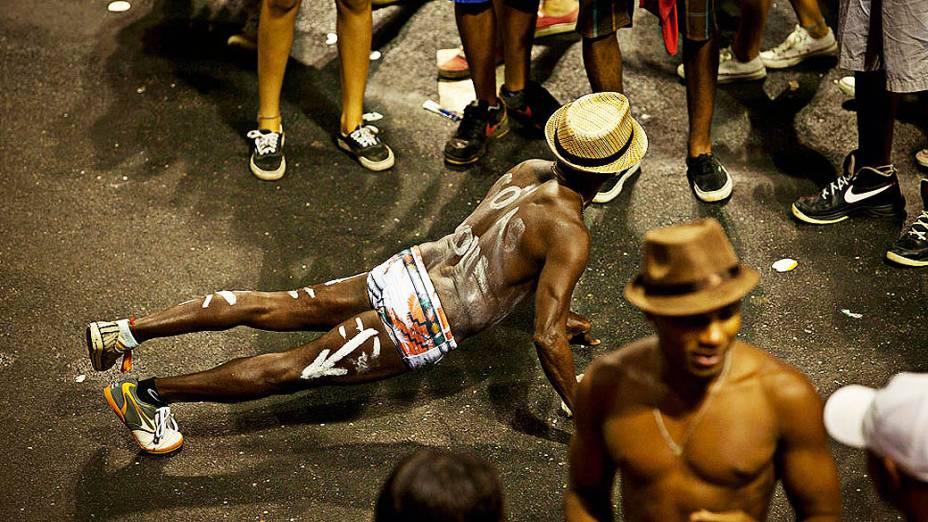 Foliões pintaram o corpo nos shows da Timbalada no Circuito Barra-Ondina em Salvador, nesta quinta-feira (27)