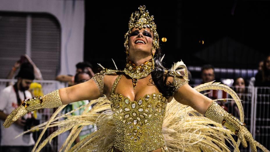 Rainha da bateria da Mancha Verde Viviane Araújo, no primeiro dia de desfile em São Paulo