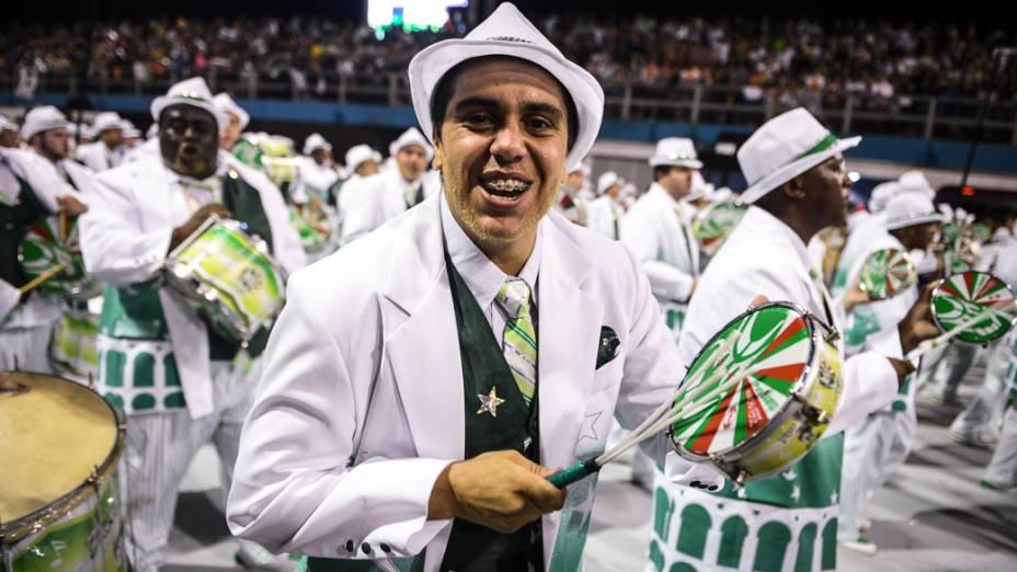 Bateria da Mancha Verde no primeiro dia de desfile em São Paulo