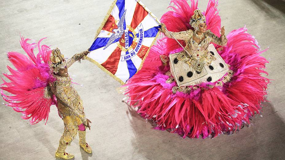 """Desfile da União da Ilha, com o enredo """"É brinquedo, é brincadeira a Ilha vai levantar poeira"""", na segunda noite de desfiles das Escolas de Samba do Grupo Especial do Rio de Janeiro, na Marquês de Sapucaí (Sambódromo), no centro da cidade, nesta segunda-feira (03)"""