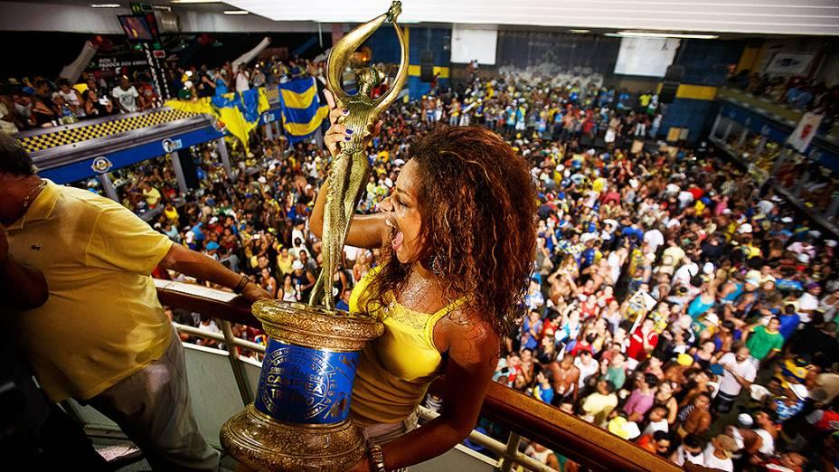 A rainha da bateria Juliana Alves, participa da festa na quadra da Unidos da Tijuca, campeã do Carnaval carioca