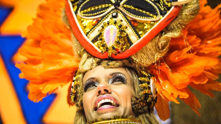 Desfile da X-9 Paulistana com o enredo Se pra ter diversidade basta viver em harmonia, sorria... Pois São Paulo hoje é só alegria