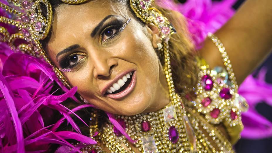 Helena Soares, musa da bateria da X-9 Paulistana