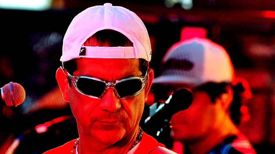 Durval Lelys do Asa de Águia abre os desfiles no circuito Dodô, no primeiro dia do Carnaval de Salvador