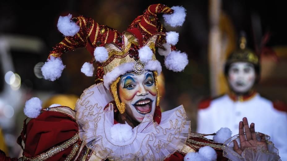 A escola Dragões da Real apresentou o enredo Dragão, guardião real mostra o seu poder e soberania na corte do carnaval